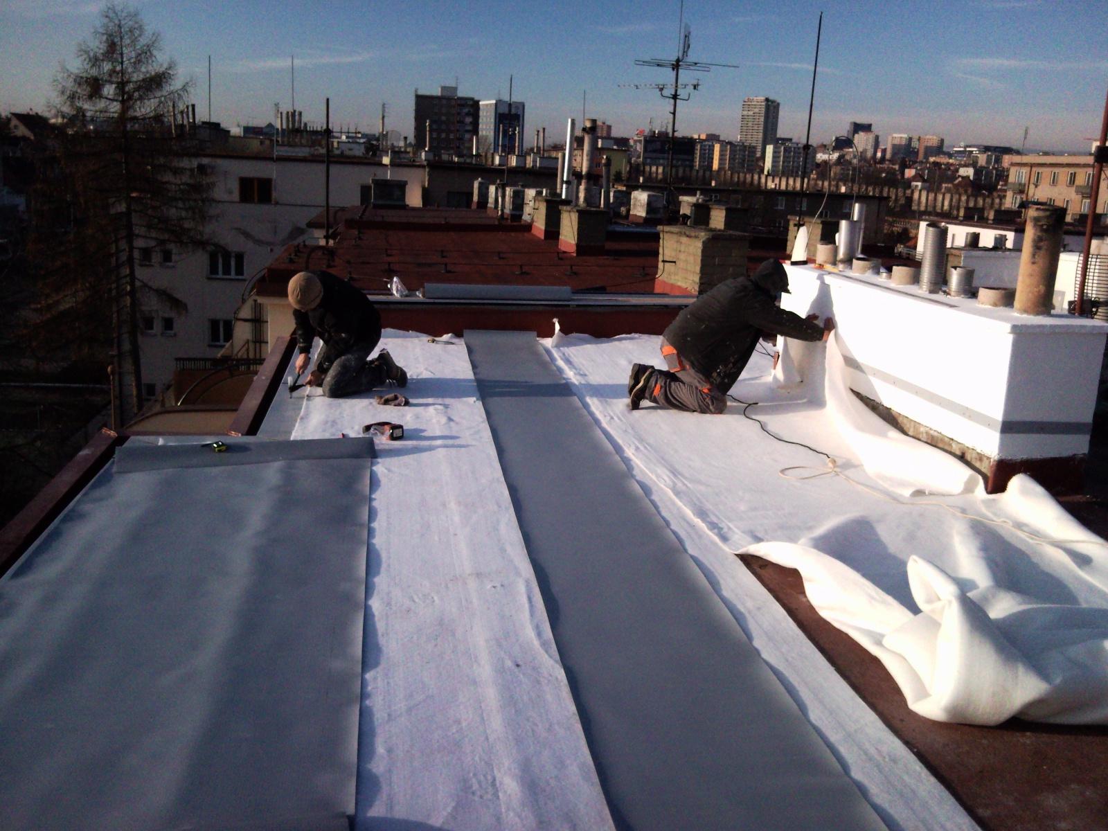 Jako názornou ukázku rekonstrukce plochých střech jsme zde připravili soubor několika fotografií:  …