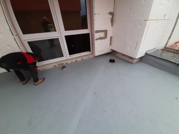 Vyspádování části střechy budovy základní školy